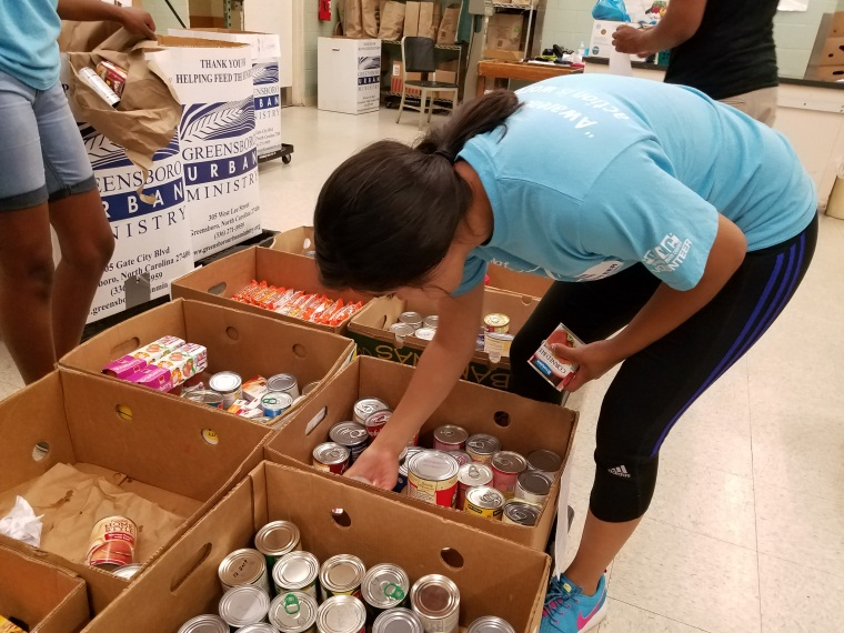 canned good volunteer